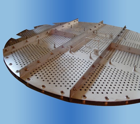 Baffle plates promotes even distribution of liquid
